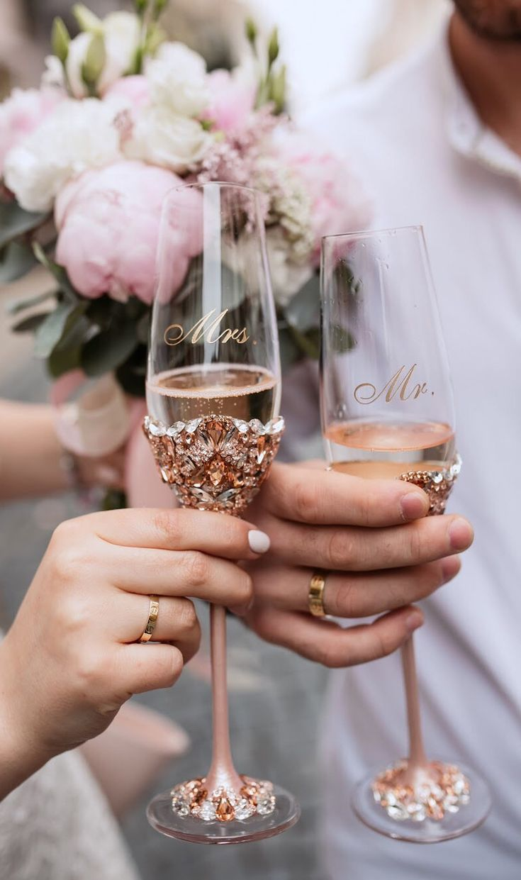 свадьба фото с бокалами выглядит