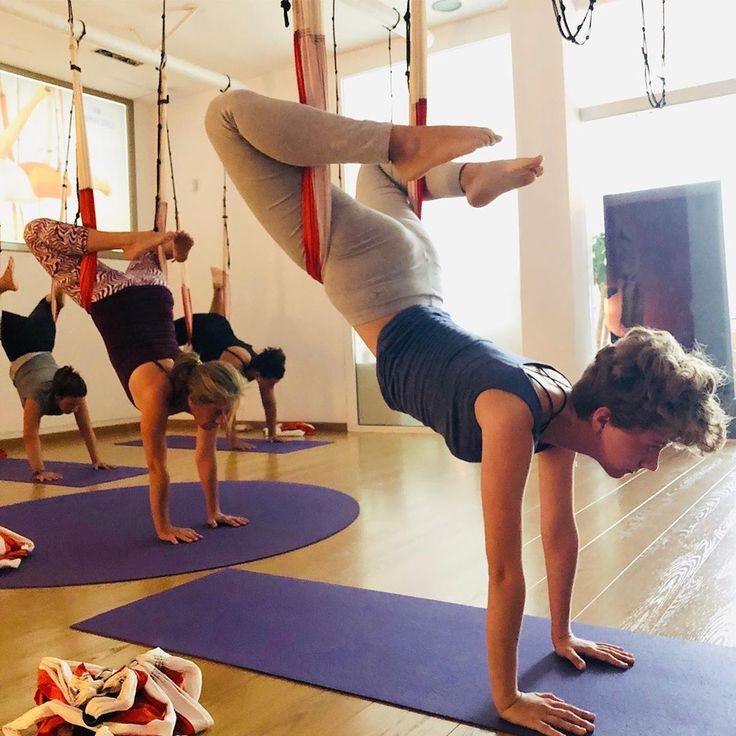 Momentos Aeroyoga Matrícula Gratuita Y Promo Bonos Hasta El 31 8 19 Iniciamos Nuevas Clases En Septiembre Info O Yoga Basketball Court Ballet