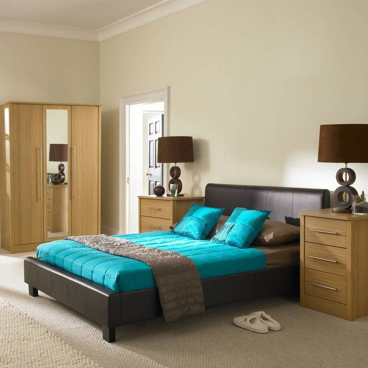 [Bedroom] : Cozy Bedroom Design With Indoor Flooring Laminating Of Carpet Plus One Bed In Queen Size With Pillows Plus One Big Cabinet In Brown Plus One Entering Door In Wooden