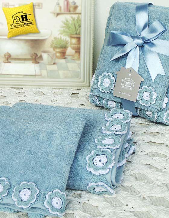 Splendida coppia spugna in stile shabby chic in colore azzurro con favolosi decori crochet