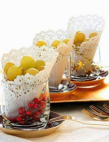 Para empezar el Año Nuevo con el pie derecho, según la tradición, en la mesa se colocan 12 uvas para cada invitado que simbolizan los 12 meses del año y que deben comerse con cada una de las campanadas del reloj. Esta vez sorprende a tus invitados con ideas originales y creativas para presentar las …