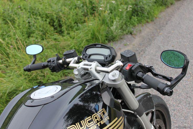 2009 Ducati Monster 696 motorcycle photo