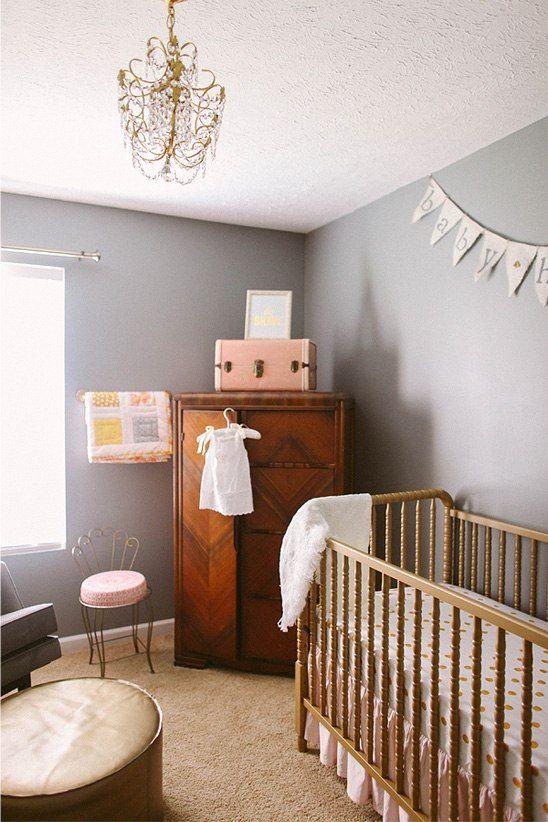 berço em ouro velho em quarto de bebê provençal