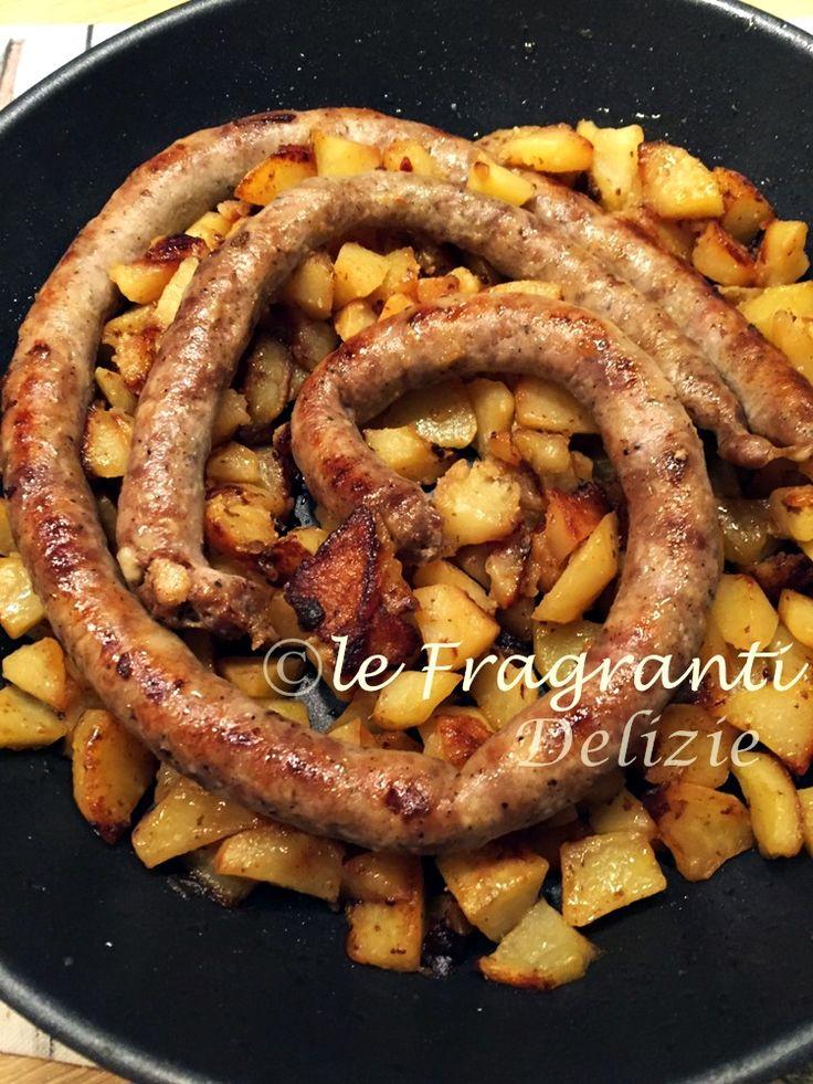 Una ricetta facile, veloce ed economica che metterà tutti d'accordo! Patate e salsiccia... una vera bontà.