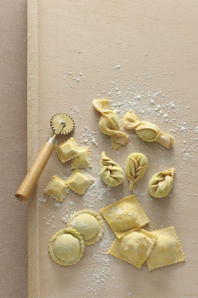 Scopri con Sale&Pepe come preparare la pasta all'uovo per realizzare diversi tipi di pasta fresca. Oggi tocca ai ravioli quadrati, ecco la ricetta!