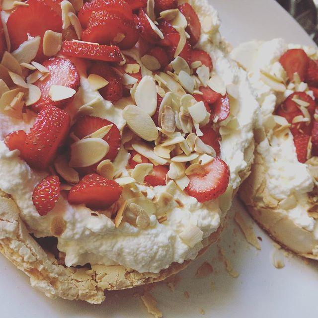 Yummy Pavlova https://gourmetgirlpe.com #deliciously_sa #foodinpe