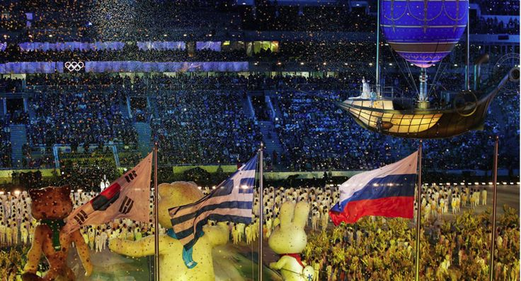 Οι Χειμερινοί Ολυμπιακοί Αγώνες του Σότσι πέρασαν στην Ιστορία. Στο γήπεδο του Φιστ, όπου έγινε η τελετή λήξης, ανάμεσα στη σημαία της χώρας που μόλις φιλοξένησε τους αγώνες και αυτής που θα τους φιλοξενήσει την επόμενη φορά, υψώθηκε και η σημαία της χώρας που γέννησε τους Ολυμπιακούς Αγώνες: Της Ελλάδας. http://www.iefimerida.gr/