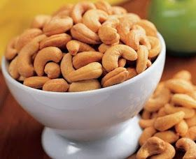 Rasa kacang mete yang enak, manis, asin, gurih, renyah, dan garing, membuat makanan ringan ini sangat banyak disukai.