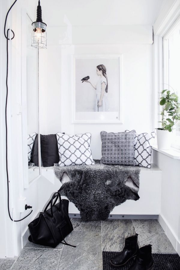 Hallway Bench with Storage// Small Spaces