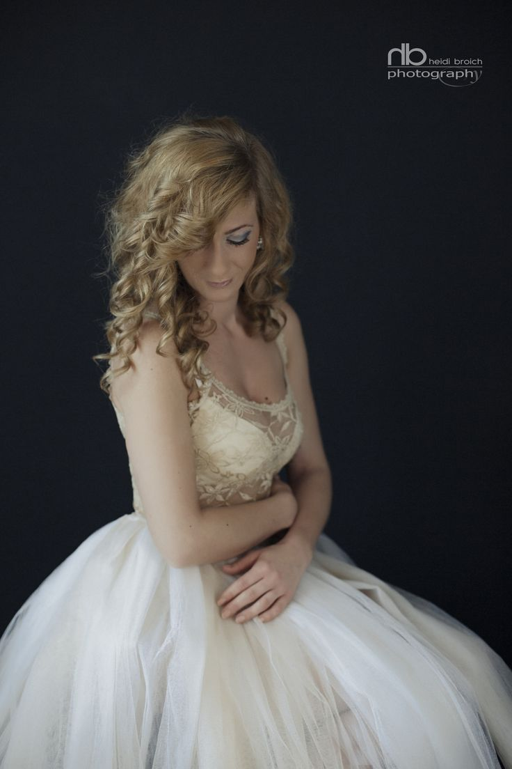 The beautiful tulle Dress - the glamour styled shoot inspired contemporary portraits