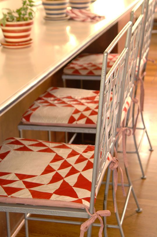 Decorating with Quilts: Instead of turning salvageable quilt pieces into pillows and purses, transform fabulous old quilts and unfinished quilt tops you find at auctions and garage sales into quilted chair cushions.
