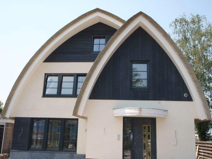 Prachtige lijnen novariet gedekt witte villa met zwarte planken rieten daken pinterest - Planken modern design ...