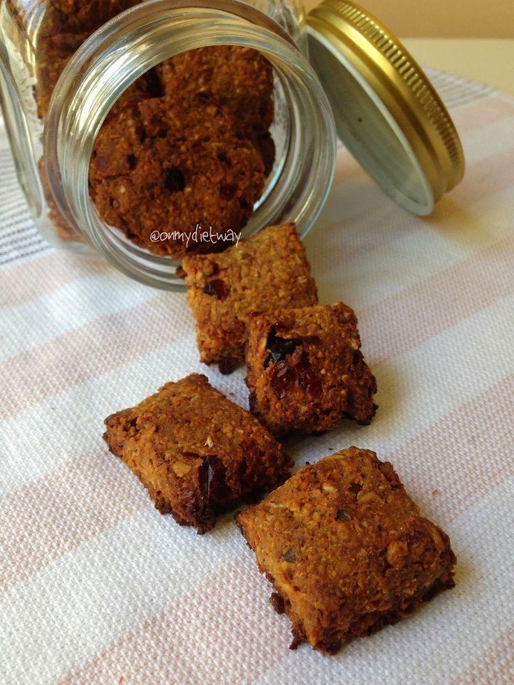 Şekersiz Yalancı Kurabiye   Instagram takipçilerim bilirler geçen h aftalarda sürekli ara öğün olarak yediğim kurabiyelerden bahsediyordum a...