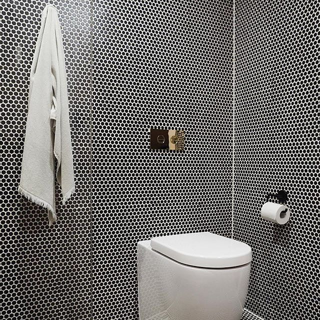 Amber Tiles Kellyville - Three Birds Renovations. #pennyrounds #blackpennies #bathroominspiration #bathroominspo #bathroom #ambertiles #ambertileskellyville