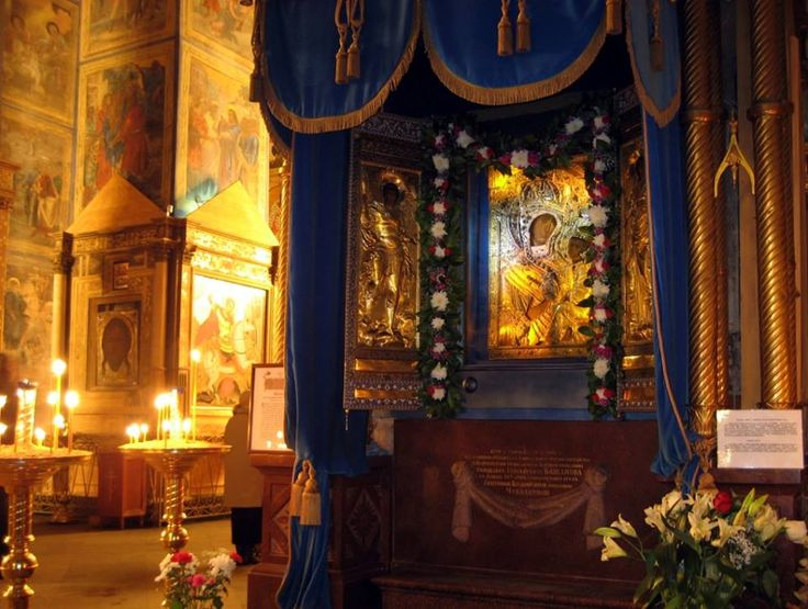Icoana Maicii Domnului din Tikhvin.  coana Maicii Domnului din Manastirea Tikhvin este una dintre cele mai iubite, cunoscute si cinstite icoane din intreaga Rusie