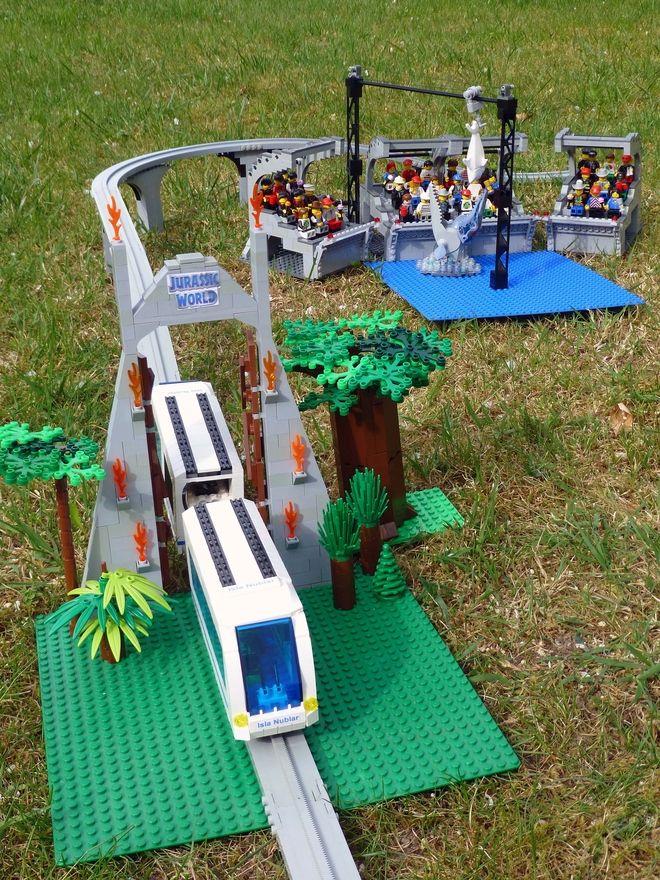 LEGO Ideas - Jurassic World - Mosasaurus Feeding Show