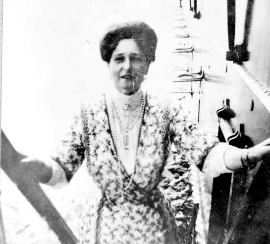 Empress Alexandra | It's nice to see her smiling for once ☺️