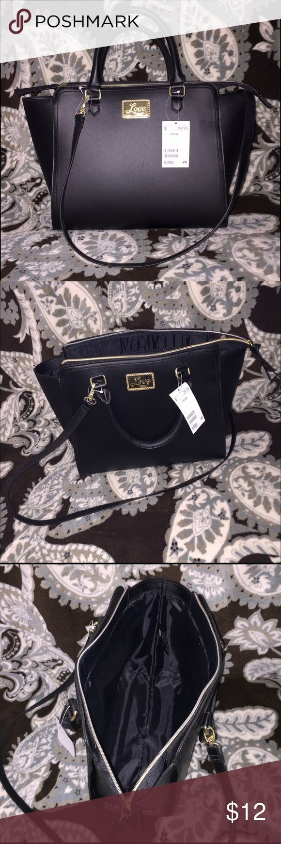 NWT 🔖H&M purse black & gold In nearly perfect condition 👌🏼👜 purse from H&M. Gold zipper and hardware. Has a Removable shoulder strap. The inside is lined in black nylon. Measures about 15 1/2 inches across and just over 10 inches high. 5 inch depth. Has the slightest scuff it's in the pic but you can hardly see it!) H&M Bags Shoulder Bags