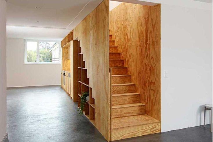 BIG GAME Una scala che include una libreria e che termina in una cucina compatta. È la soluzione proposta dai designer di Losanna Big Game p...