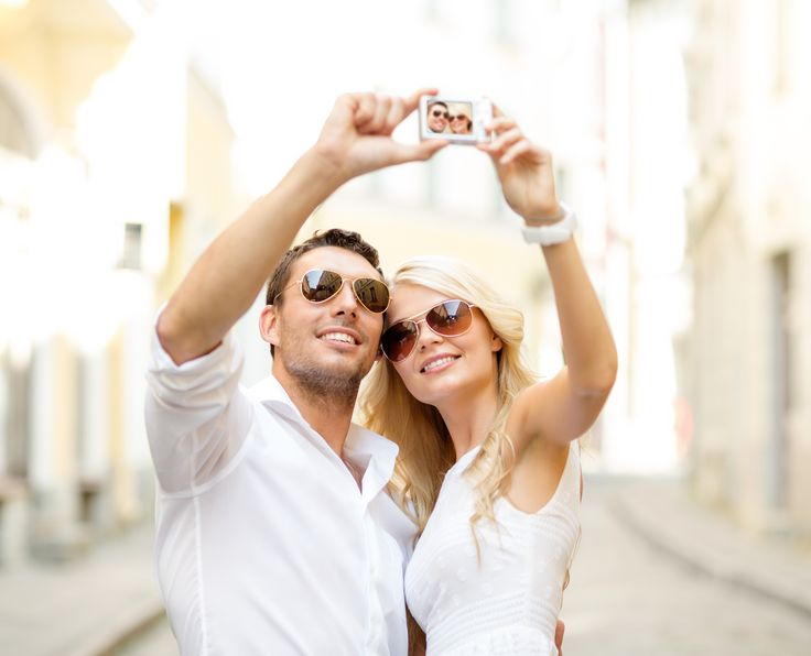 Don't let your wedding website become an Instagram-filtered selfie fest. Here's our guide to finding the best kinds photos for you. #WeddingPhotos #WeddingAdvice #WeddingWebsite