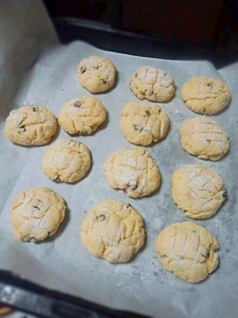 敬老の日にクッキーを焼きました(・ω・) おばあちゃんに今度はチョコチップを入れて 作って欲しいと言われたのでチョコチップ入りの メロンパン風クッキーを作りました!(^^)!  渡しに行くときにクッキーと一緒に他のも 渡しに行きました☆ これからもおばあちゃんには元気でいてほしいです! - 21件のもぐもぐ - メロンパン風クッキー〈チョコチップ入り〉 by maa0000