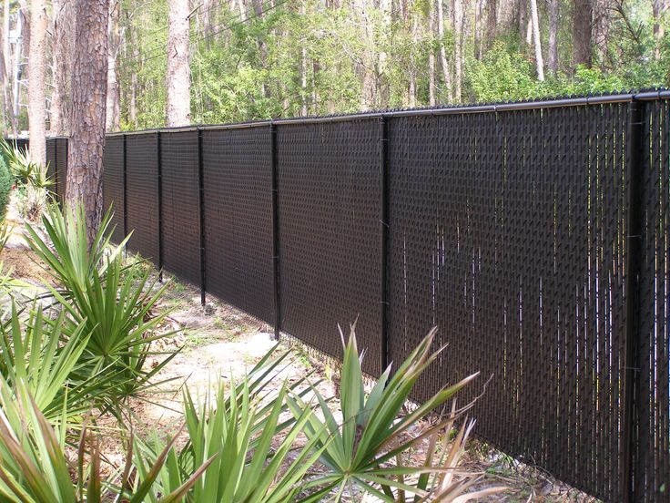 How Chain Link Fence Slats Beautify Your Garden Fence Design: Charming Garden Fence With Chain Link Fence Slats Also Landscape Ideas For Outdoor Design
