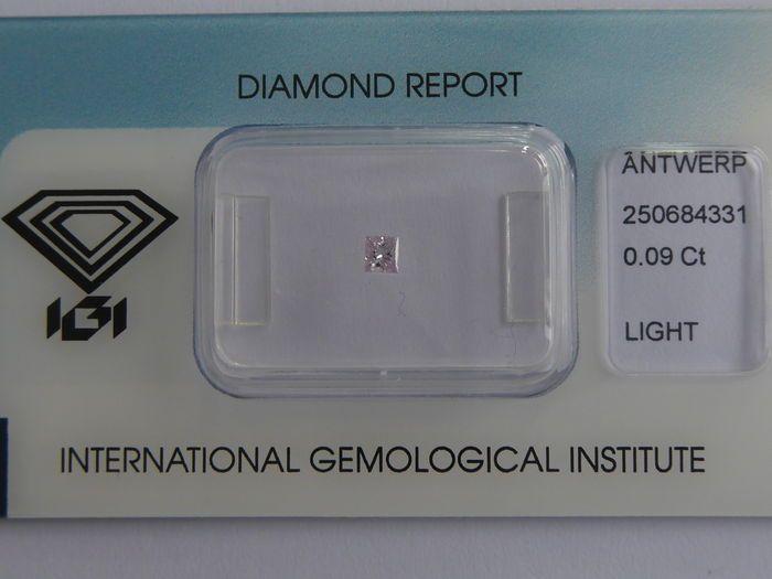 Natuurlijke Fancy roze diamant 0.09 ct met IGI cert  geen minimale prijs   Natuurlijke roze diamant.Cut: Prinses gesnedenCarat: 0.09 ctKleur: Natuurlijke lichtrozeDuidelijkheid: P1 (niet vermeld op certificaat)Voor meer details zie certificaatVerzending: Track  EUR 70.00  Meer informatie
