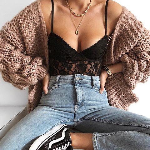 Sogar der Herbst kann kommen … aber Sie müssen Summer am Hals tragen ? Outfit-Ziele ? #chrissella #necklace #jewelry #cowrie #outfit