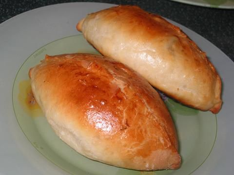 """Пирожки """"как пух"""". КАК ПУХ! 1 стакан кефира 0.5 стакана растительного масла 1 пакетик (11 граммов) сухих дрожжей 1 ч. ложка соли 1 ст. ложка сахара 3 стакана муки"""