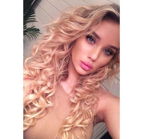 Image via We Heart It #blonde #curly #girl #hair