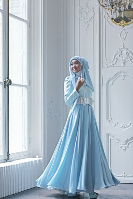 Dian Pelangi. Beautiful blue hijab for engagement party would be suitable #Hijab #MuslimJewel #blue
