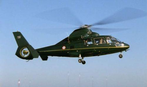 Eurocopter AS365 N3 Dauphin 2 in Le promeneur du champ de Mars (2005)