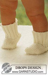 """Miss Mossy Socks - DROPS socks in moss st in """"Merino Extra Fine"""". - Free pattern by DROPS Design"""