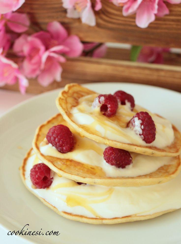 Chia-Pancakes with Yogurt, almond milk, berries, lemon and full flavour - recipe in German / Chia Pancakes mit Joghurt, Mandelmilch, Beeren und Zitrone #pancakes #chiaseeds #chiasamen #chia