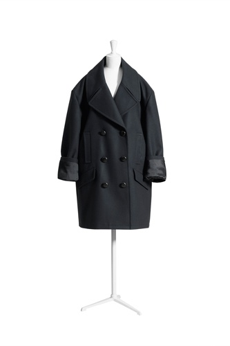 Love this Margiela for H oversized peacoat!!! It's a whopping $349 hit if I decide to get it or if I can even get to it before others' eager grabby hands!!