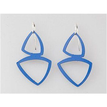 Poniendo algo de color... http://www.tutunca.es/pendientes-largos-doble-triangulo-azul-demiim-clara