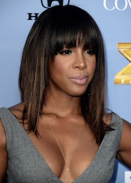 68. Kelly Rowland African American Hairstyle: Straight with subtle highlights  Songstress Kelly Rowland looks stunning with her straight hair and chunky bangs. Kelly makes her simple 'do more interesting with some subtle, carefully placed highlights. The coffee-coloured streaks give her hair depth and brighten up her face.