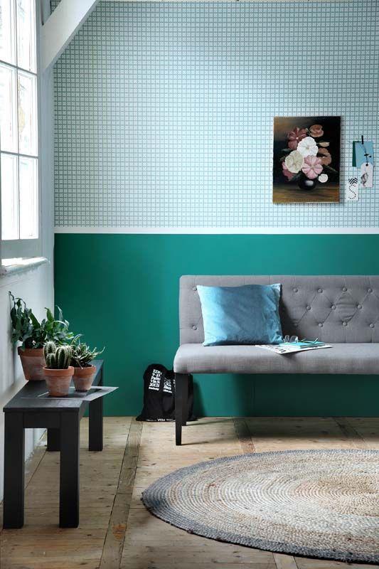 KARWEI | Kies voor turquoise tinten en behang in de woonkamer. #karwei #woonkamer #wooninspiratie