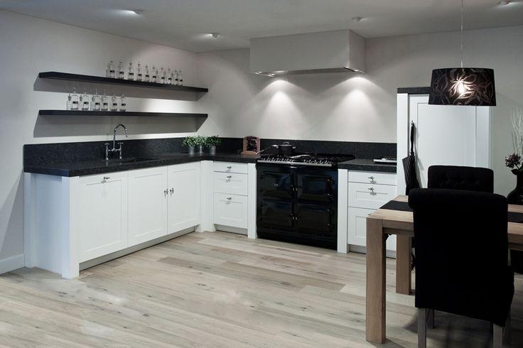 Witte keuken. Prachtig AGA fornuis. | DB Keukens