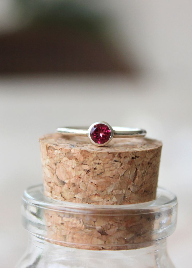 Lindo e delicado anel de turmalina rosa em prata.  www.franbagatini.com.br #handmadejewelry #handmade #design #art #franbagatini #turmalina #prata #silver