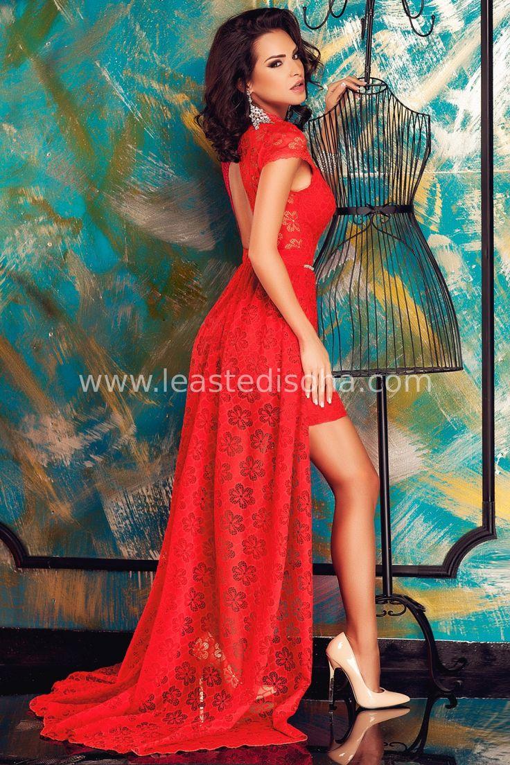 """Cosa c'è di più sensuale di un abito elegante rosso? Quest'ultimo, il modello """"Julia"""", è interamente realizzato in pizzo ma presenta strascico posteriore, una caratteristica in grado di renderlo molto più elegante! Inoltre, è caratterizzato da cinturina di strass in vita, manica corta, girocollo e dorso scoperto. ➽➽ Contattaci su Pinterest o manda """"pin"""" via sms/WhatsApp al 373 7616355 per ricevere un #BUONO #SCONTO esclusivo!  #leastedisoha #moda #abbigliamento #donna #elegante"""