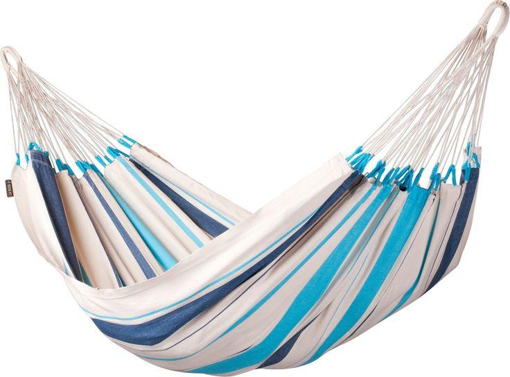 La Siesta Caribena 1-persoons hangmat  La Siesta Caribena Na een vermoeiende werkdag lekker luieren in je hangmat. Of 'hangmateren' zoals het relaxen in een hangmat in Suriname wordt genoemd. Deze eenpersoons hangmat van La Siesta is gemaakt van honderd procent. Hierdoor absorbeert de hangmat snel vocht is de hangmat scheurvast en voelt de hangmat comfortabel aan. Ideaal is dat je de hangmat op 30 graden kunt wassen. De Caribena 1-persoons hangmat is afkomstig uit Columbia en heeft een…