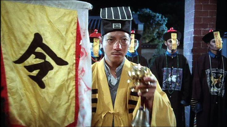 "Hechicero taoísta con Jiang-Shi dominados mediante hechizos (""Mr. Vampire"", 1985)."