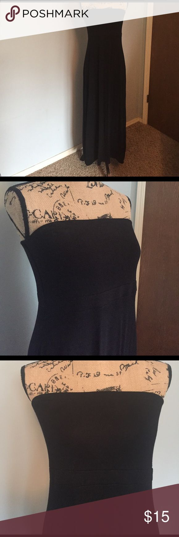 Strapless Maxi Dress Strapless Maxi Dress, size large PETITE. EUC, no rips or stains, little to no piling, little color fading. Worn maybe twice. Old Navy Dresses Strapless