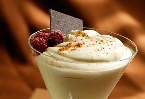 Mousse Au Chocolat Blanc et Aux Framboise | Recettes | L'Univers de Lindt | Lindt Canada FR