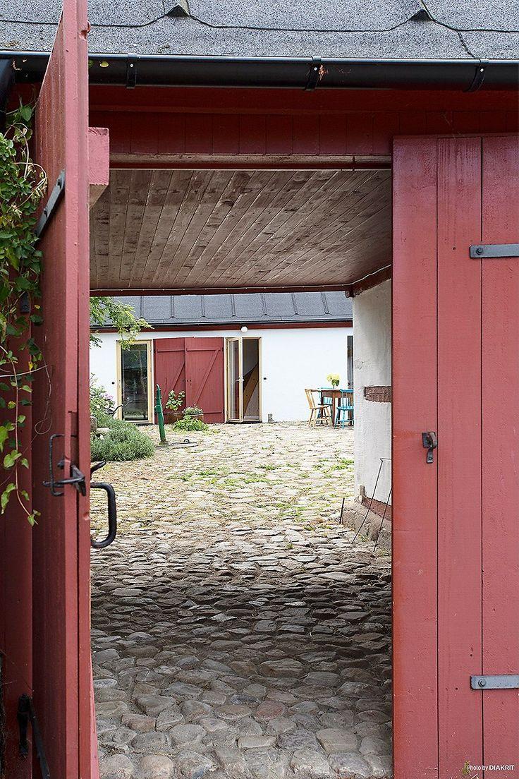 Fantastisk gård på Mellby 413 - Fastighetsbyrån Simrishamn
