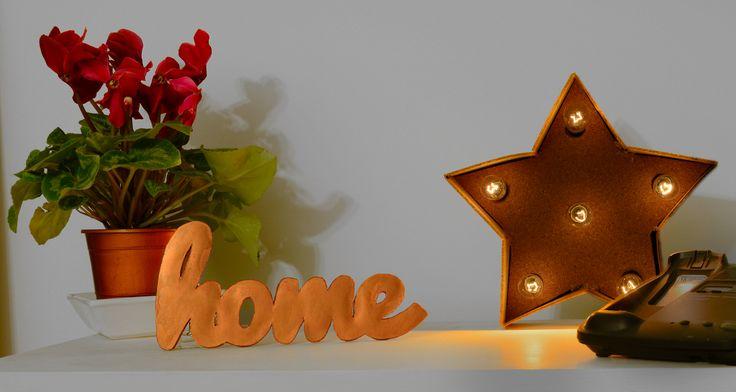 """Estrella de corcho con luces. Cartel """"home"""" color cobre. Todo DIY!"""