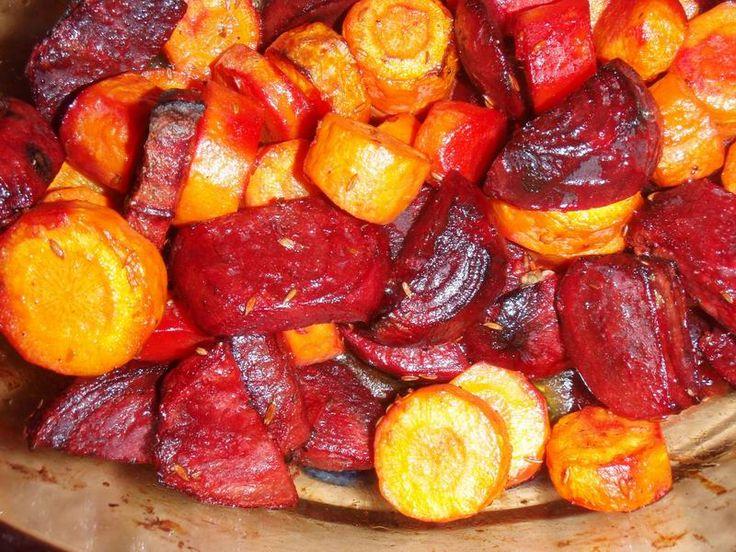 Voedwel, natuurlijk voedingsadvies, geroosterde wortelgroenten