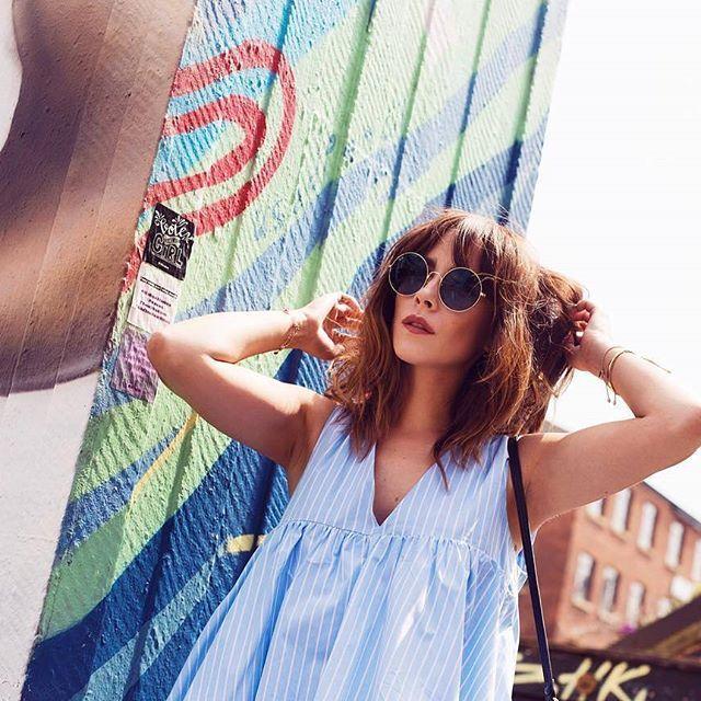 @meganellaby con sus gafas de sol Ray-Ban JaJo en azul 💙 Si estás buscando unas gafas de estilo retro, este es tu modelo 😎 #gafasdesol #rayban #jajo #fashion #style #blogger #itgirl #trend #trendy #streetstyle #instafashion #fashiongoals #outfit #ootd #sunnies #sunglasses #shades