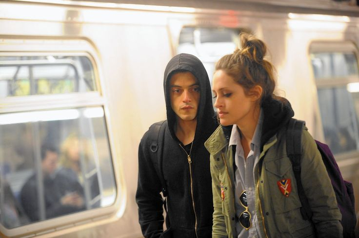 Wealth disparity, hackers and cyber threats in 'Mr. Robot' - LA Times